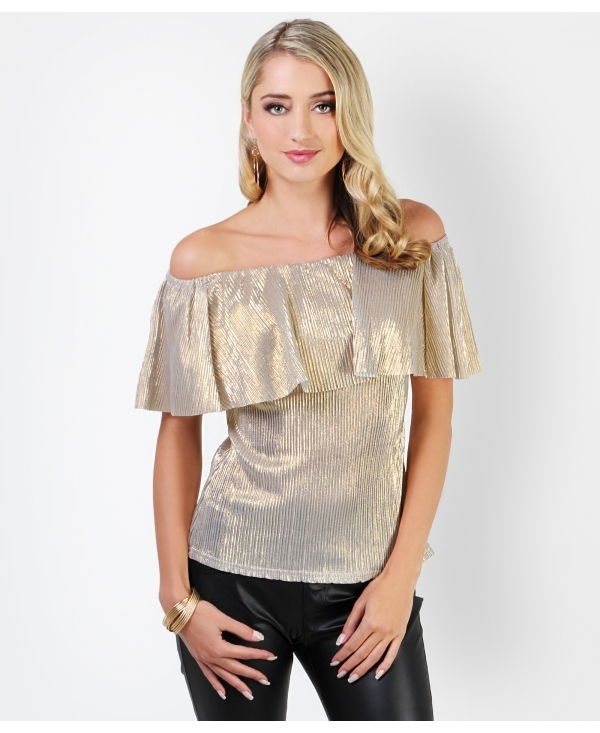 Party & Dressy Going Out Tops Whether it's a friend's birthday dinner, a holiday party, or a night on the town, our going out tops suit every event and occasion on your agenda. Whether paired with a midi skirt for date night or a pair of distressed jeans, a dressy top elevates your outfit in an instant.